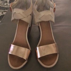 Seychelles Rose Gold wedge as 6.5